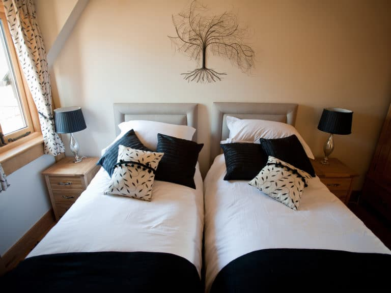 Luxury-cottage-twin-bed-Poppinghole-Farm-Spa